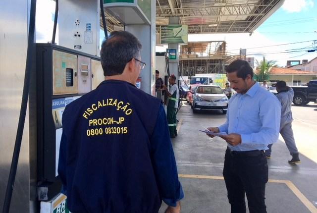 Procon-JP fiscaliza redução no preço do óleo diesel e notifica 95 postos devido ao valor da gasolina