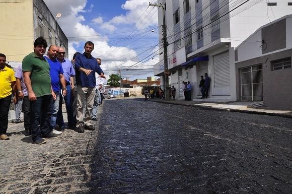 Prefeito Romero vistoria obras de pavimentação de 22 ruas no bairro da Ramadinha