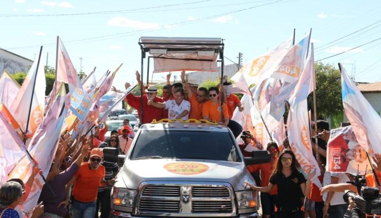 João inicia Caravana do Trabalho no Alto Sertão, garante recuperação de estrada e celebra chegada da água