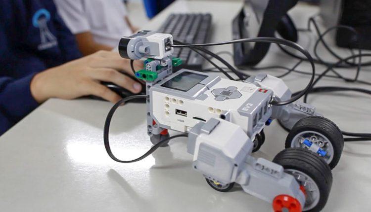 Prefeitura entrega kits de robótica com nova tecnologia para escolas da rede municipal