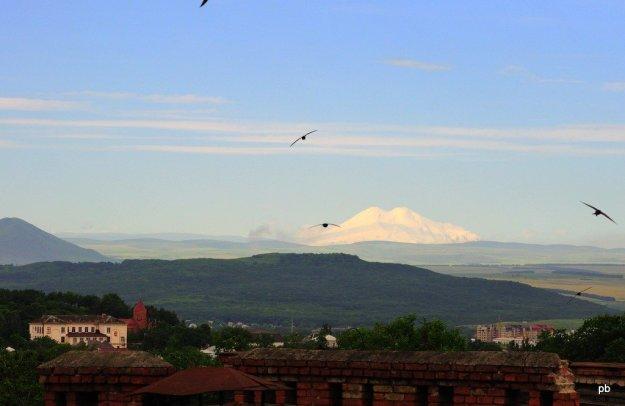 Вид из Пятигорска на Эльбрус