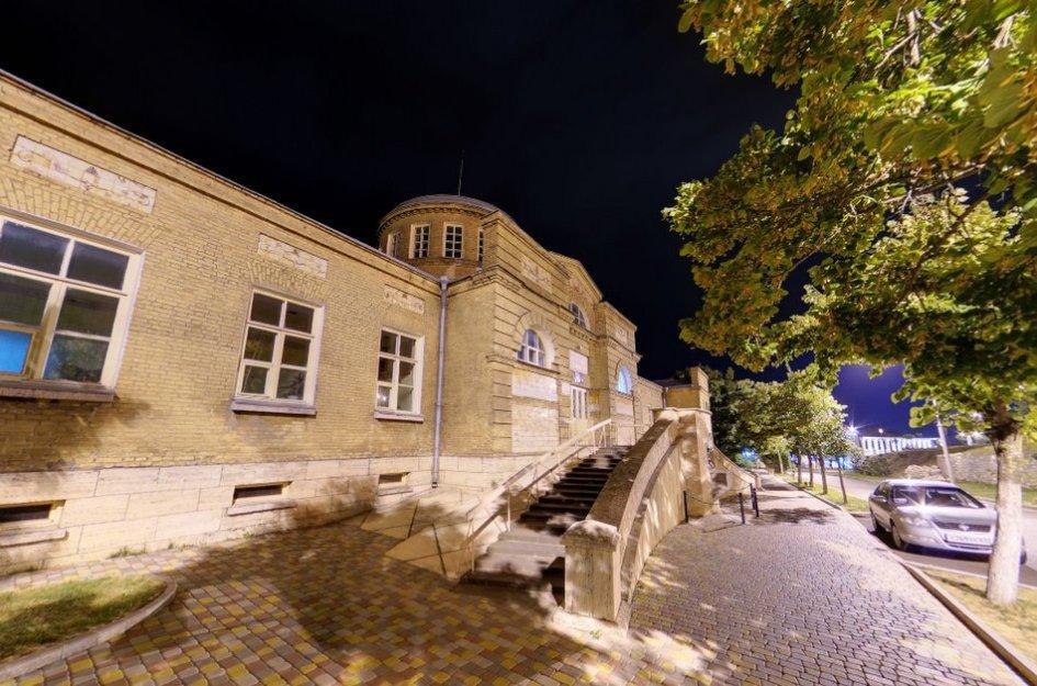 Ночная панорама вблизи Пироговских ванн