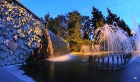 Фонтан возле санатория Тарханы, ночь.
