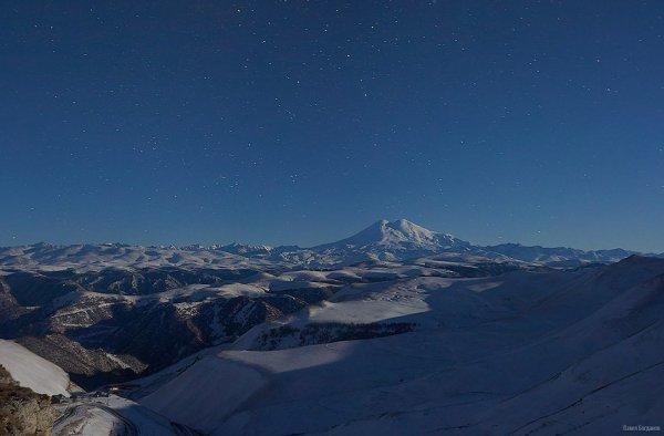 Панорама с Эльбрусом и Кавказским хребтом