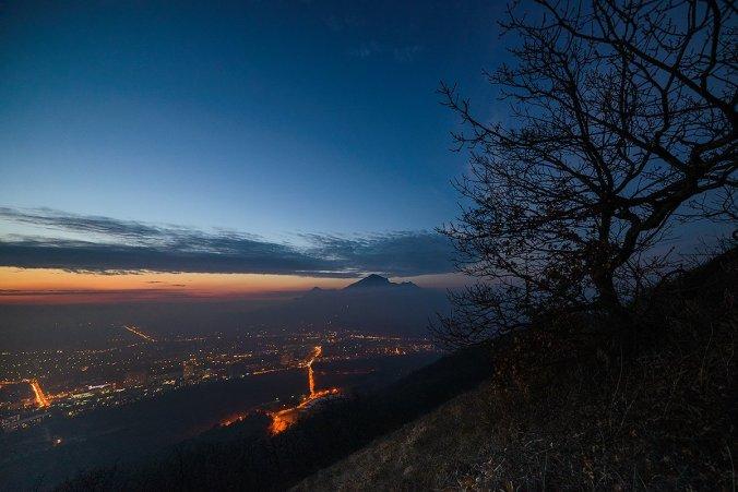 Фото - ночной Пятигорск и Бештау
