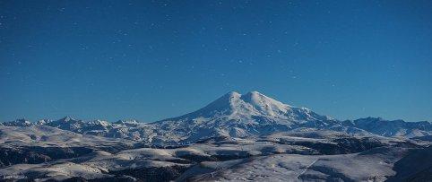 Эльбрус в лунном свете