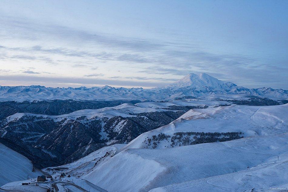 Вид на Эльбрус и Долину Нарзанов