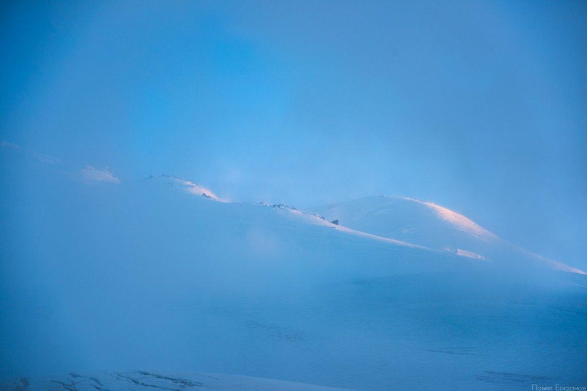 Скалы Ленца и западная вершина Эльбруса