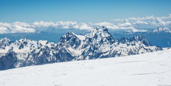 Ушба, вид с восточной вершины Эльбруса