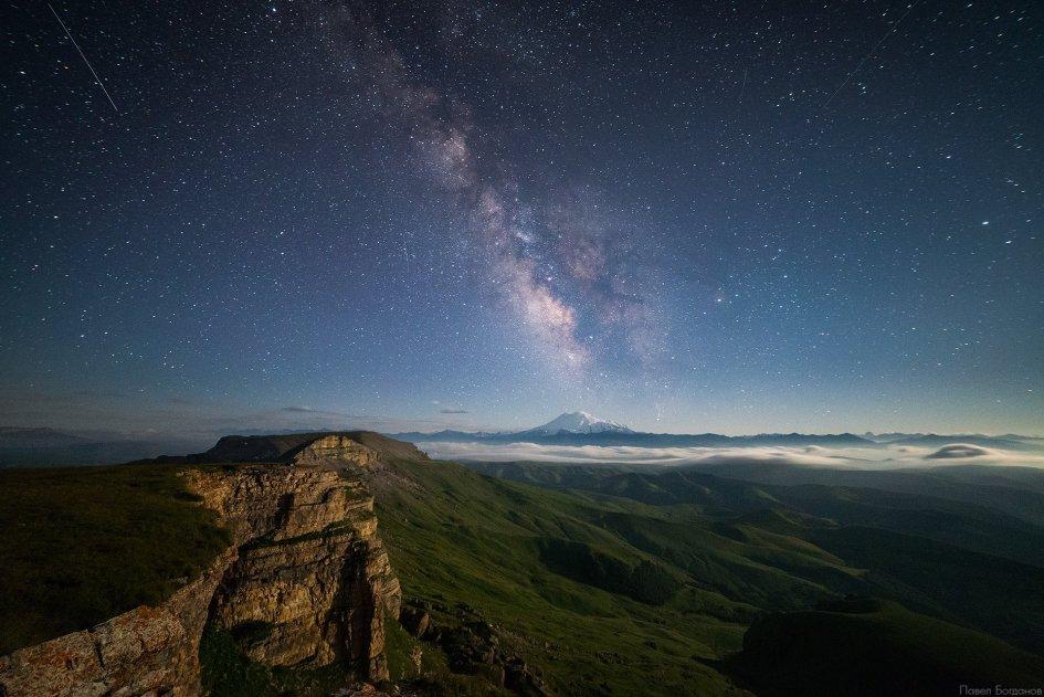 Млечный путь и Эльбрус на Бермамыте