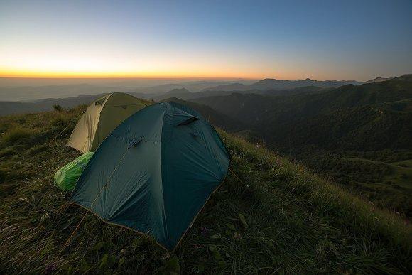Наши палатки и вид на рассвет