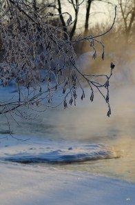 Пар над рекой зимой