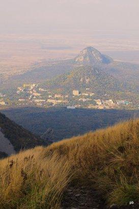 Вид с Бештау на горы Железная и Развалка