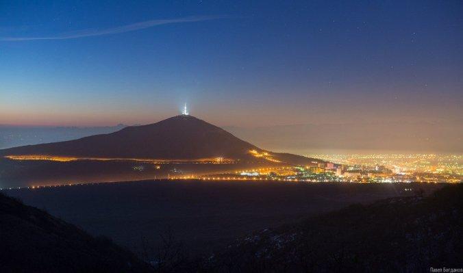 Вид на утренний Пятигорск с Бештау