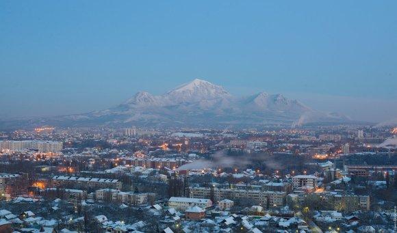 Вид на Бештау и Пятигорск перед рассветом