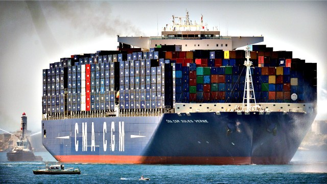 The world s largest container ship, sail...The world s largest c