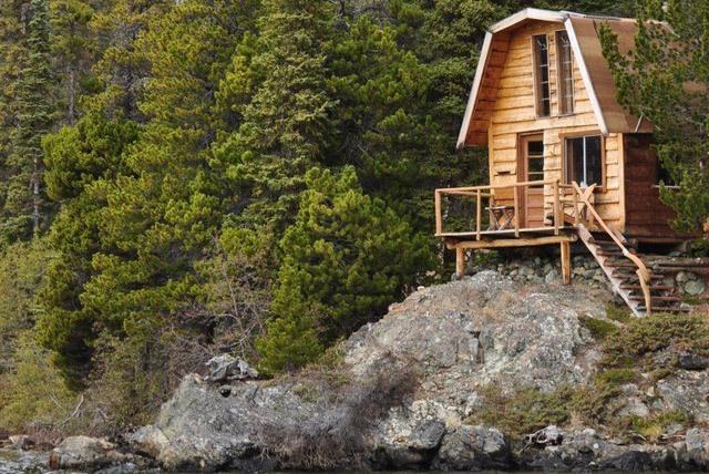 """Kućica na litici (""""Cliff Cabin""""), Kanada: Lođa u bespuću """"Divlji medved"""" u Britanskoj Kolumbiji je ribarsko utočište dostupno jedino onima s čamcem"""