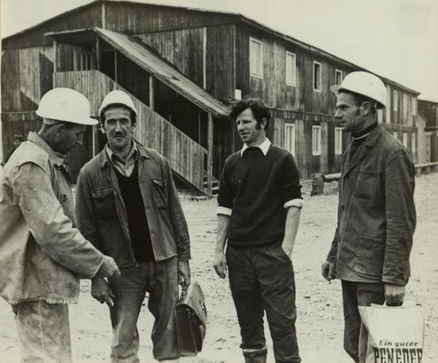 Gosti-radnici su ljudi koji su, tokom 60-ih i 70-ih godina, iz siromašnijih zemalja odlazili u inostranstvo