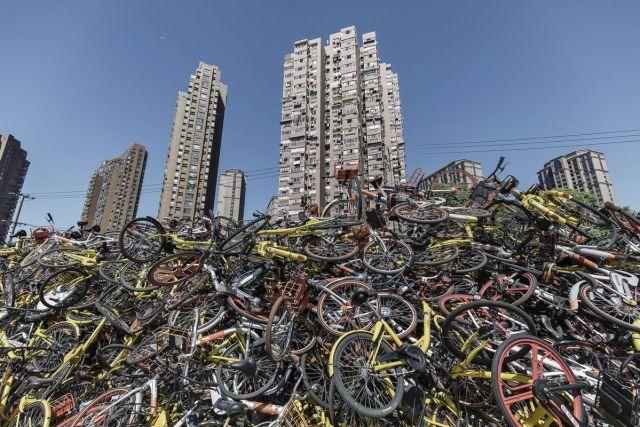 Javni bicikli nabacani na ogromnu gomilu, Šangaj, 12. septembar (Qilai Shen/Bloomberg)