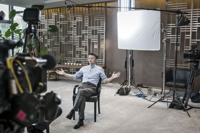 """Predsedavajući onlajn giganta """"Alibaba"""", Džek Ma, tokom razgovora u sedištu ove kompanije u Hangdžouu, Kina, 9. septembar (Qilai Shen/Bloomberg)"""