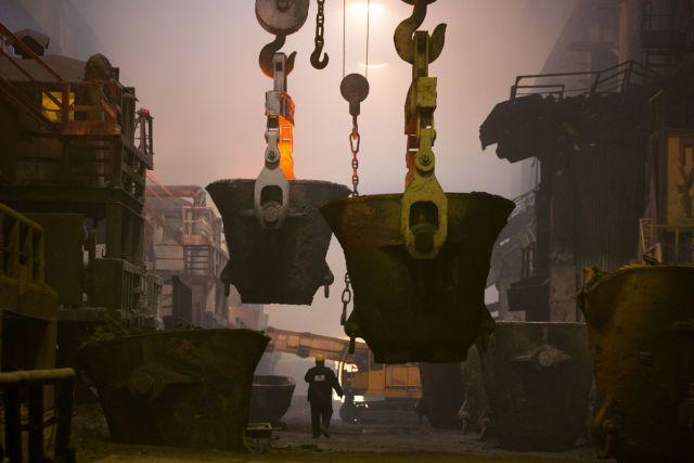 Radnik nadgleda peći topionice bakra u Norilsku, Rusija, 19. oktobra (Andrey Rudakov/Bloomberg)
