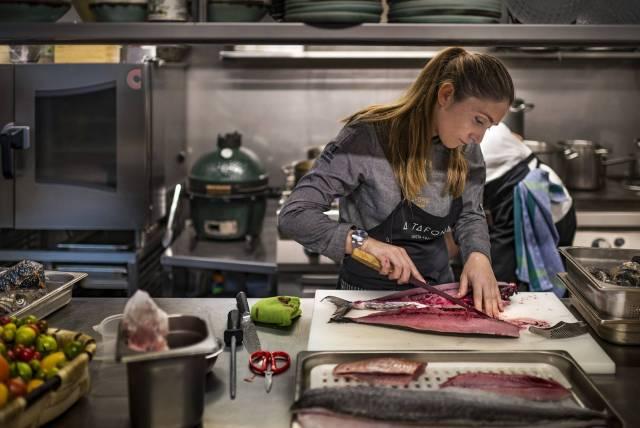 """Lucía Freitas u kuhinji """"A Tafona"""", u Santjagu (Foto: Sofia Moro)"""