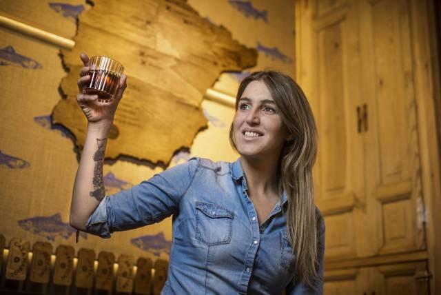 """Nagore Irazuegi u svom restoranu/vermuteriji sa baskijskim specijalitetima """"Arima"""", Madrid"""