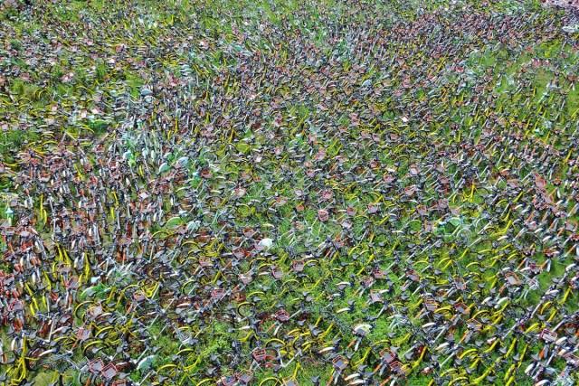 17. Hiljade nezakonito parkiranih šering-bicikala odloženo na sportski teren u Hefeiju, Anhui (17. avg 2017, TPG/ Getty)