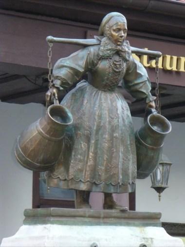 rzeźba studzienka bramborki na starym mieście w poznaniu
