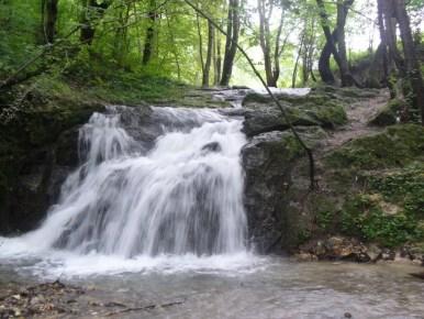 wodospad szum w dolinie będkowskiej koło krakowa