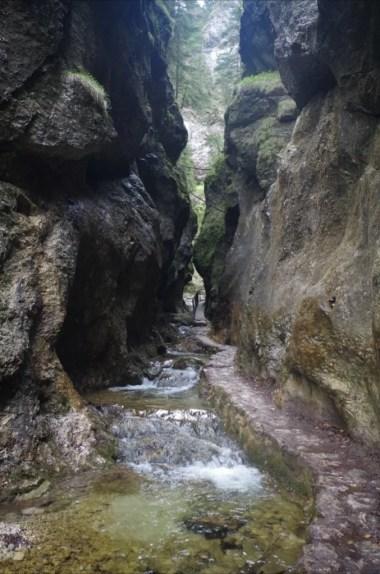 dolne diery, jeden z malowniczych wąwozów w słowackiej małej fatrze