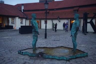 fontanna curani czyli sikający na kontur czech w pradze w czechach