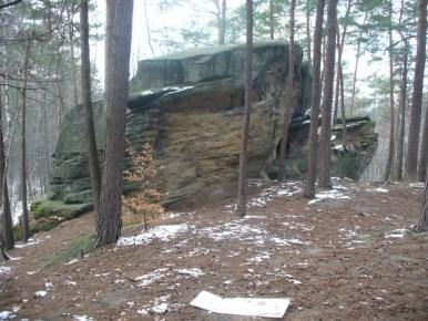 rezerwat kamienie brodzińskiego w pobliżu lipnicy murowanej, widoczne skałki piaskowcowe