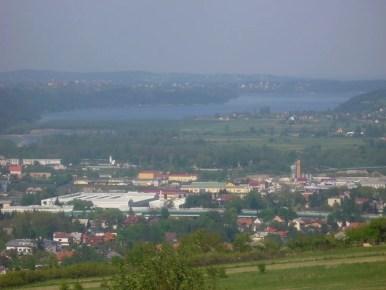 widok spod plebańskiej góry na myślenice i jezioro dobczyckie