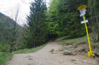 początek szlaku przez nove diery w słowackiej małej fatrze