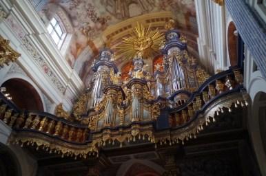 zabytkowe organy w sanktuarium w świętej lipce na mazurach