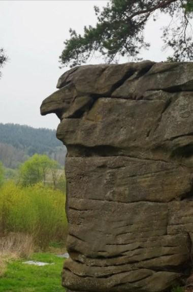 skamieniałe miasto koło ciężkowic w małopolsce, widoczna skała czarownica i charakterystyczny nos