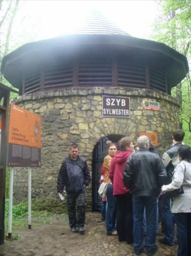sztolnia czarnego pstrąga w tarnowskich górach, wejście do szybu sylwester