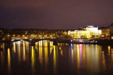 wieczorna wełtawa w czeskiej pradze