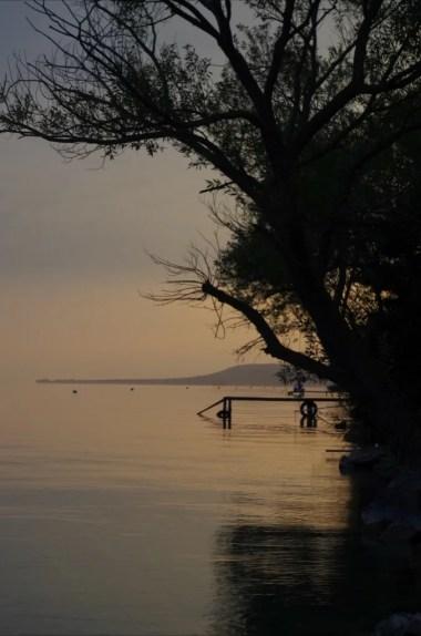 zachód słońca nad północnym wybrzeżem balatonu na węgrzech