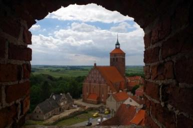 widok z zamku w reszlu na warmii na kościół