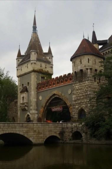 zamek vajdahunyad w budapeszcie na węgrzech