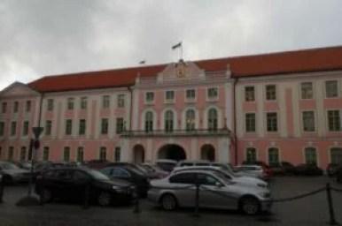 budynek estońskiego parlamentu w tallinie