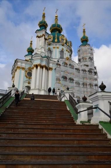 cerkiew świętego andrzeja i schody do niej prowadzące, kijów, ukraina