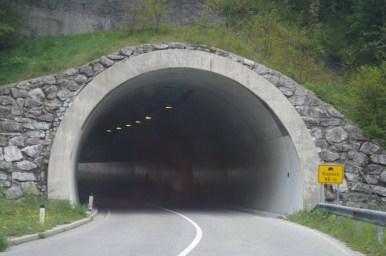 droga między miejscowościami most na soci i podbrdo w słowenii
