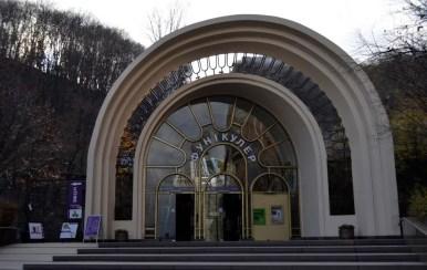 kijowska kolej linowa, funikular, dolna stacja, ukraina