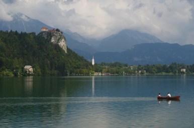jezioro bled i zamek bled w alpach julijskich w słowenii