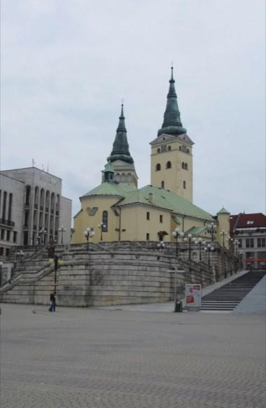 katedra świętej trójcy w zilinie w słowacji