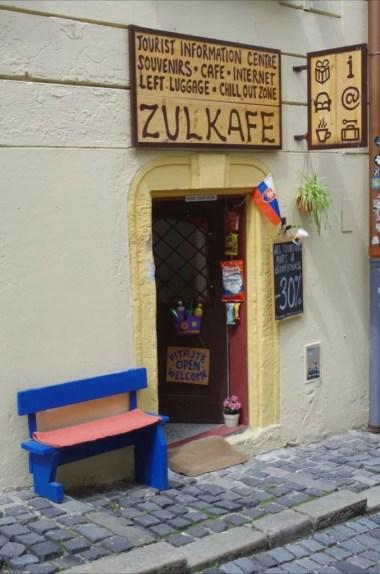 kawiarenka przy drodze na zamek w bratysławie w słowacji, ulica beblaveho