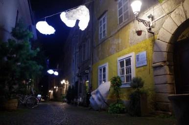 nocne uliczki ljubljany w słowenii